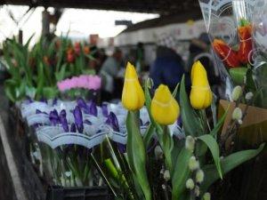 Фото: Букет квітів та салат до свята у Полтаві подорожчали