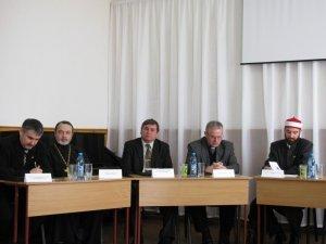 Фото: У Полтаві священники відповідали на питання студентів про аборти й інтернет