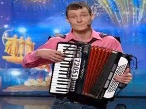 Фото: Полтавець грав та співав на «Україна має талант», а судді чекали, наскільки його вистачить(відео)