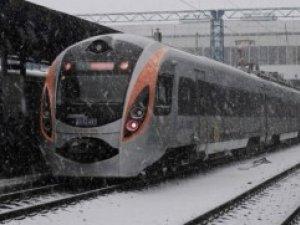 Фото: У Полтаві застряг «Хюндай»: пасажири близько чотирьох години прочекали на вокзалі
