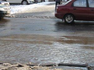 У Полтаві погодні умови створили перепони на пішохідному переході (фотофакт)