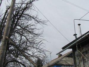 Фото: На будинок полтавців падає стовп, що може залишити їх бомжами(+фото)