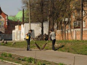 Фото: У полтавському кадетському корпусі вперше за десятиліття прибирали (фотоогляд)