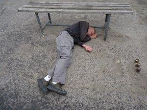 Фото: У Полтаві швидка на вулиці рятувала чоловіка, що не міг рухатися (+фото)