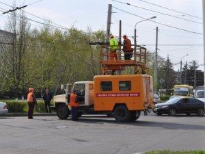 Фото: У Полтаві паралізувало рух тролейбусів на площі Зигіна. Фотофакт