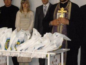 Фото: Діти у полтавських лікарнях отримали подарунки до Великодня (+ фото)