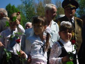 Фото: У Полтаві поклали квіти до пам'ятників героям-авіаторам (+фото)