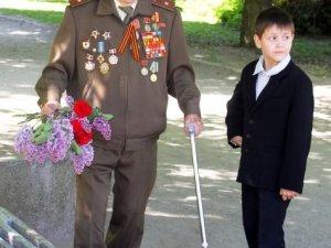 Фото: У Полтаві поклали квіти до Алеї Героїв та пам'ятника невідомому солдату (+фото)
