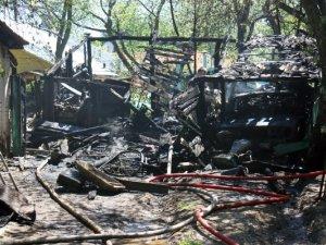 Фото: У центрі Полтави щойно вщент згоріла будівля (+ фото)