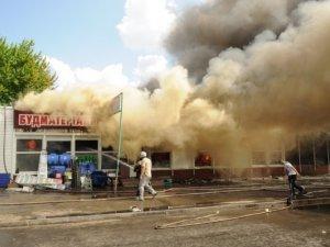 Фото: Одна із наймасштабніших пожеж останнього часу: у Полтаві палали магазини на ринку. Фоторепортаж