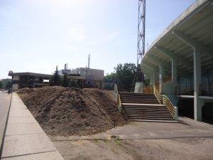 Фото: На стадіоні «Ворскла» у Полтаві розрили футбольне поле (фотофакт)