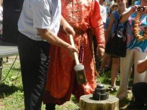 Фото: Міський голова Полтави викував власну монету (фото)