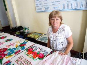 Фото: Вишивальниця з Семенівщини привезла до Полтави сорочки за 5-18 тисяч гривень