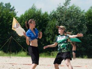 Фото: Фоторепортаж: Перший пляжний чемпіонат з алтимат фрізбі у Полтаві