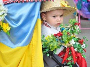 Фото: На парад дитячих візочків у Полтаві завітав навіть  президент  (+фото)