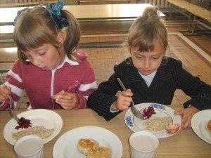 Фото: У полтавській школі порушили закон, бо не знали, хто має годувати дітей