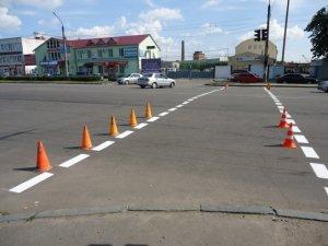 Фото: У Полтаві на дорогах малюють розмітки (фотофакт)