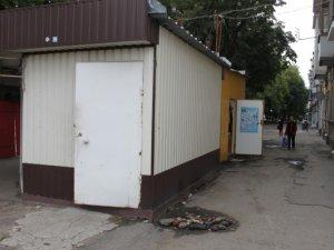 Фото: У Полтаві будинок на центральній вулиці кілька років затоплює нечистотами (фото)