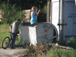 У Полтаві щенят і кошенят одні живими викидають у сміттєві баки, інші – рятують