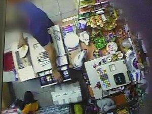 Фото: У Полтаві продавець магазину самостійно вистежила грабіжника