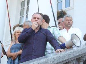 Фото: Чиновники заховалися від розлючених полтавців у міськвиконкомі (+ фото)