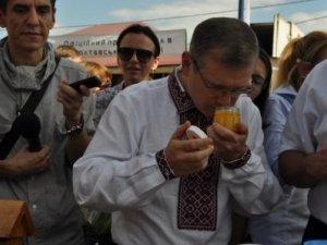 Фото: Полтавські пасічники потерпають через конкуренцію на Сорочинському ярмарку