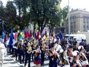 Фото: День Прапора у Полтаві: у центрі міста під державним стягом пройшла колона