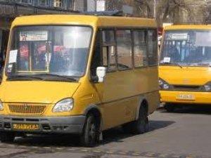 Фото: Транспортна проблема в Яківцях: зранку полтавцям не виїхати, увечері - не повернутися