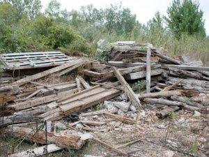 Фото: У Полтаві одна з вулиць перекрита сміттям (+ фото)