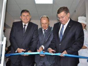 Фото: Віце-прем'єр Грищенко оцінив відремонтовану травматологію у Полтаві (фото)