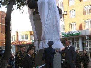 Фото: У Полтаві відкрили пам'ятник Миколі Ватутіну