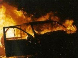 Фото: У Полтаві вночі палало авто