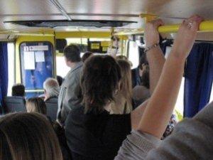Фото: У Кременчуці жінка випала з переповненої маршрутки