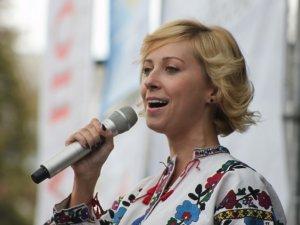 Фото: Тоня Матвієнко різала одяг заради співу та носить оберіг від пліток. Інтерв'ю