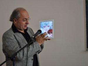 Фото: Видавець Іван Малкович у Полтаві показав майбутнє електронної книги (фото)