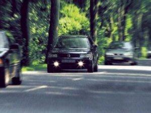 Фото: Із жовтня на заміських дорогах водіям треба вмикати фари навіть вдень