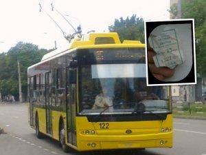 Фото: У полтавських тролейбусах рахують пільговиків квитками
