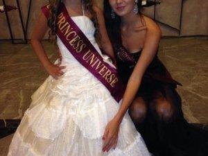 Фото: Полтавська школярка стала «Маленькою міс Всесвіт»