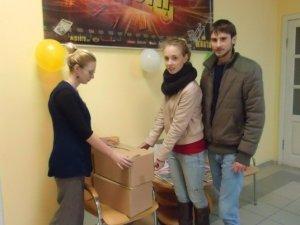 """Фото: Полтавці взяли участь у акції """"Кола"""": подарували коробки книг для сільських бібліотек"""