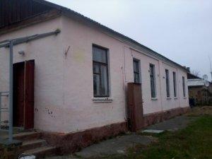 Фото: На Червоному Шляху багатостраждальну полтавську школу відбудовують (фото)