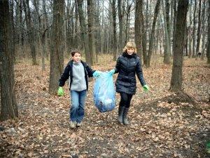 Фото: Полтавці прибрали Гришкин ліс (фото)