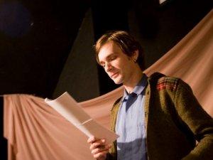 Фото: У Полтаві перебої зі світлом не завадили презентації поетичної збірки