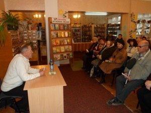 Фото: Я-Репортер. У полтавській бібліотеці презентував книгу зільник Іван Гарасимович