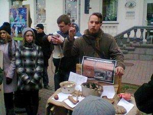 Фото: У Полтаві на вулиці влаштували музей голодомору.