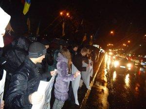 Фото: Євромайдан у Полтаві рушив на дорогу (фото)