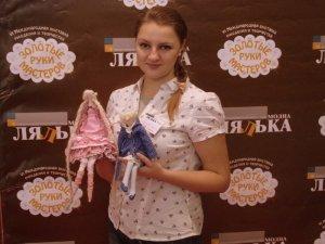 Фото: Полтавка створює ляльки, у яких дітлахи бачать героїв відомих передач