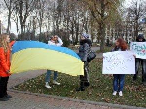 Фото: Як полтавська молодь мітингувала за Європейський Союз. Фотоогляд