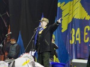 """Фото: Журналіст """"Кола"""" - зі столичного Майдану: підготовка до ночі - протестувальники напоготові (фото)"""