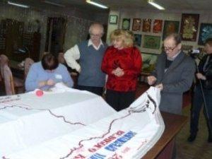 Фото: Полтавські бібліотекарі вишили оберіг, присвячений Кобзарю