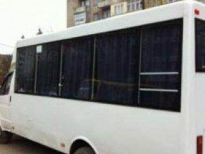 ДТП у Полтаві: біля зупинки «4-та поліклініка» з маршрутки випала пасажирка (+карта)